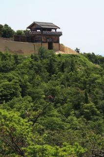 鬼ノ城の土塁は高さ6m長さ2.6Km