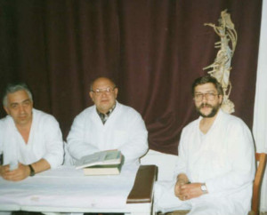 Во время занятий по мануальной терапии. Слева – Виктор Устюжанин