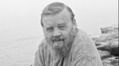 ПисателЬ-юбиляр Фарли Моуэт