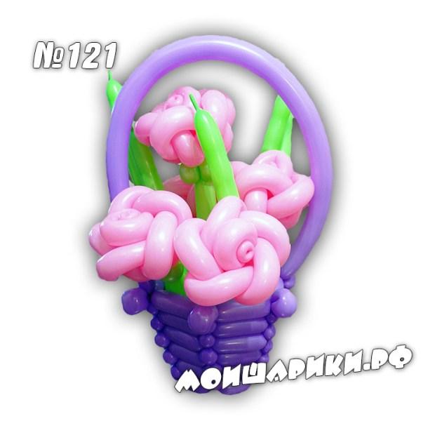 Небольшая корзина с розами из шаров