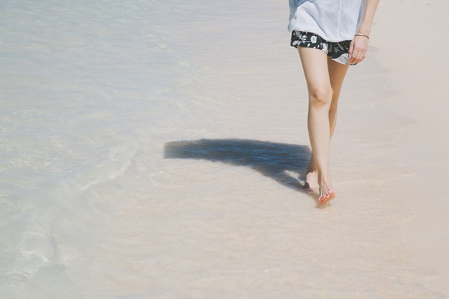 日光(紫外線)対策をしているSLE(全身性エリテマトーデス)患者の女性