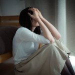 SLE(全身性エリテマトーデス)の再燃症状に苦しむ女性