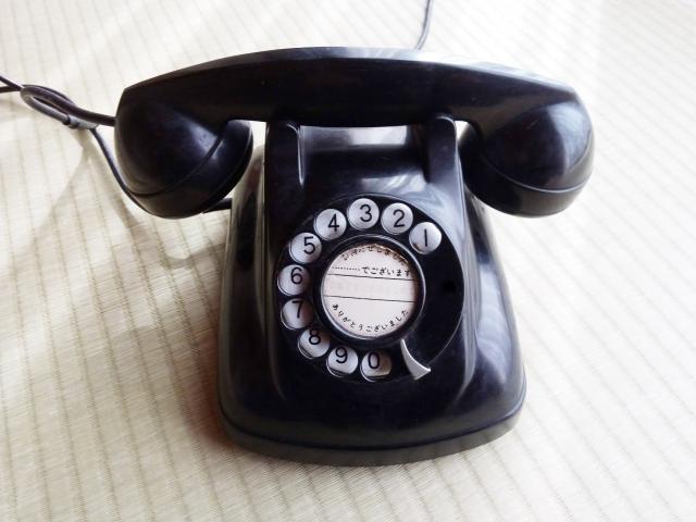福祉事務所からきた電話が鳴っている