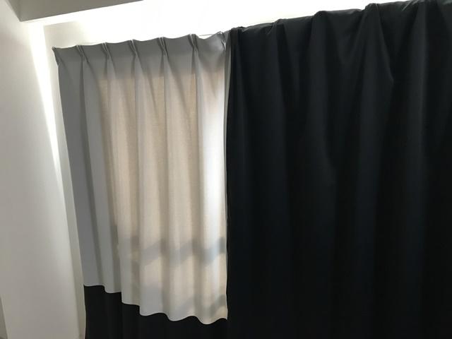 遮光カーテンの上に遮光カーテンを被せた様子