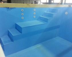 бассейн из полипропилена с римской лестницей