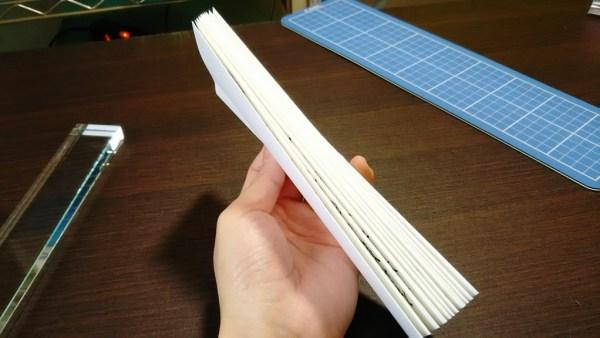 2つの式辞用紙が繋がりました。真っ直ぐ貼らないと凸凹になるので注意!