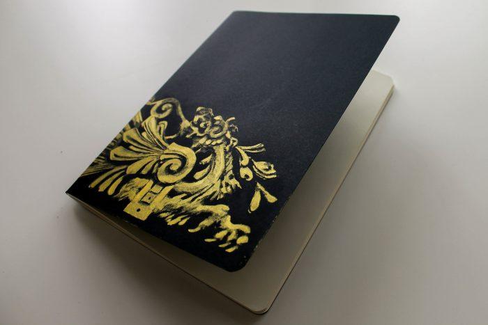 Libreta pintada a mano dorada