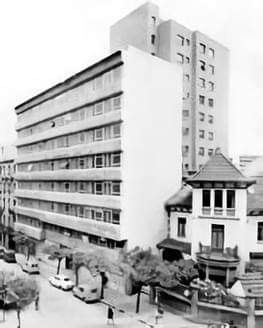 Chalet Fariña con la Torre Fisac