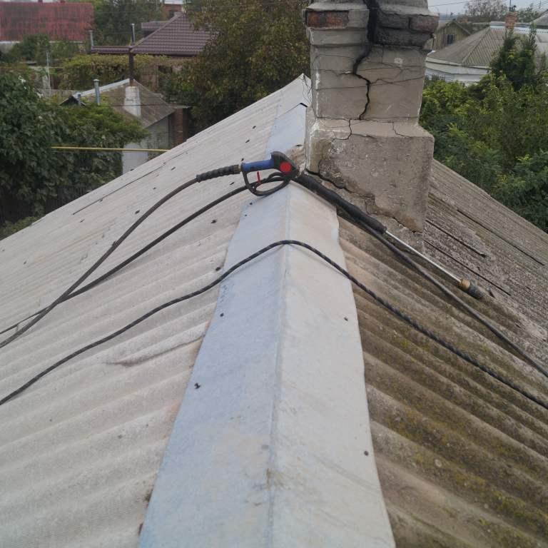 Почищенная сторона крыши