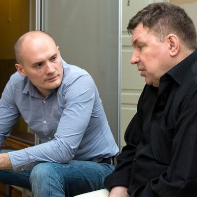 Е. Лоскутов обсуждает с М. Шелегом реалии российского шоу бизнеса