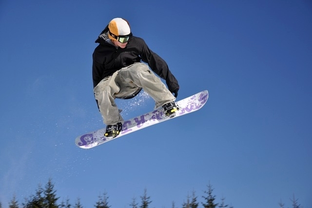 triks snowboarder