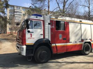 Скорая помощь прибыла по вызову к школе. ФотоВконтакте