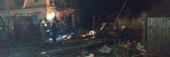 20.11.19 — взрыв газа (баллона) в гараже в частном доме в Иркутской области (Хомутово)