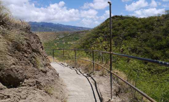 ダイヤモンドヘッド登山道