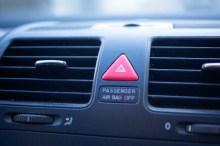 車 エアコン 臭い