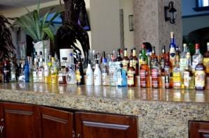 バーに並んでいるお酒