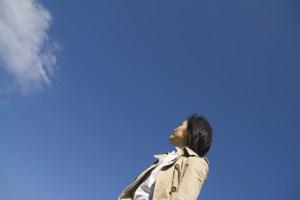 不安・空を見上げる