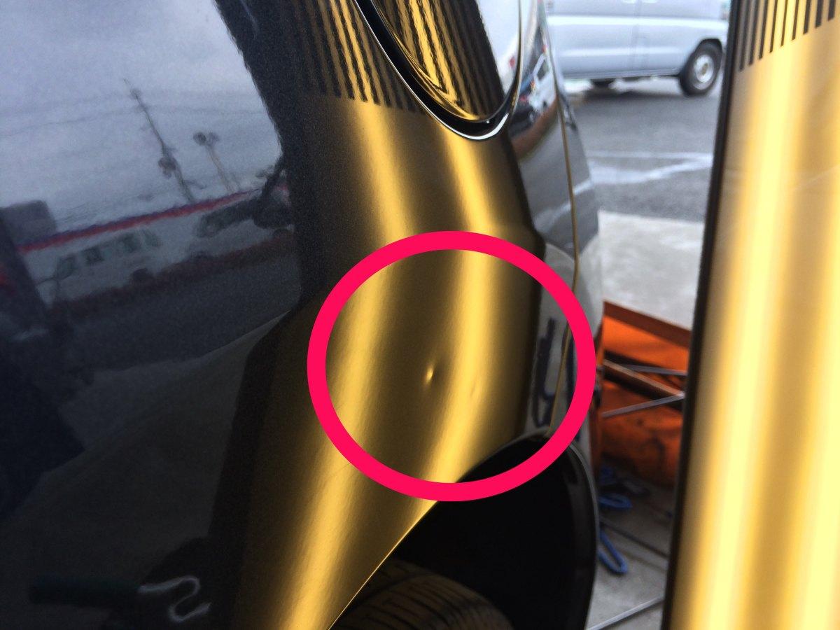 日産デイズ Rクオーターパネルのヘコミ修理前