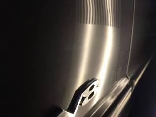 レンジローバー フロントフェンダーのヘコミ修理