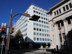02-マリンビルと郵船ビル(法務局側方向)