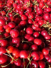image of cherries in our gardens at Cortijo Las Viñas