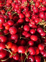 image of cherries in our gardens at Cortijo Las Viñas