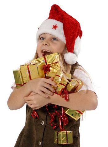 niña con regalos cuentos cortos para niños