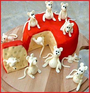 ratones comiendo queso