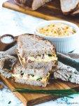 frisches Brot und deftiger Eiersalat
