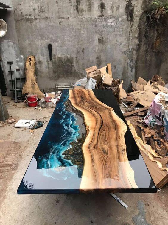 Mesas con resina epóxica e incrustaciones de madera
