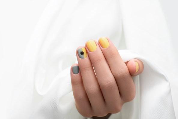decoración de uñas acrílicas cortas mixtas