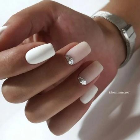 Las uñas con toques de brillo para oficina