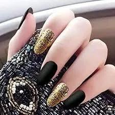 decoraciones de uñas negras doradas