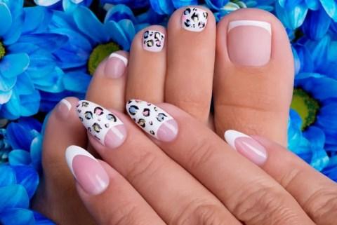Pedicura sencillos bonitos y elegantes rosa y blanco