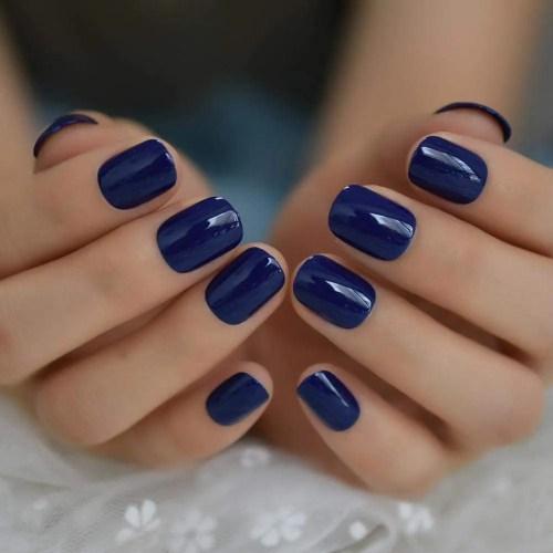 ejemplos de Elegantes diseños uñas de gel color azul