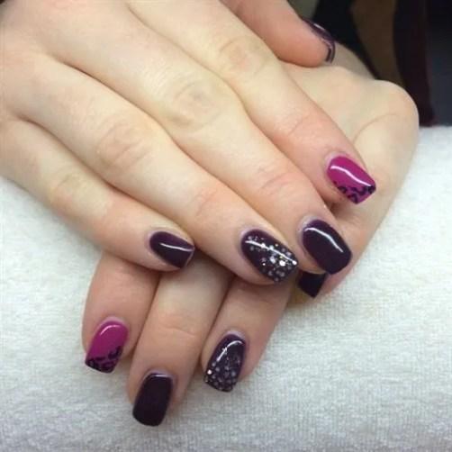 Uñas de color berenjenas