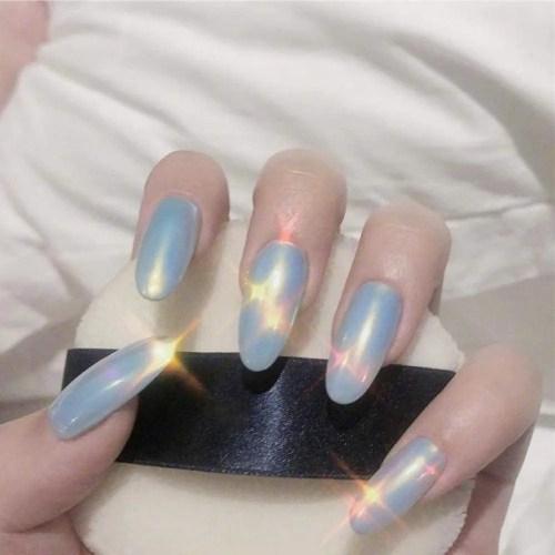 las uñas azul postizas están hechas de material ABS, y el ABS es un material verde, que no es tóxico para su cuerpo o sus uñas