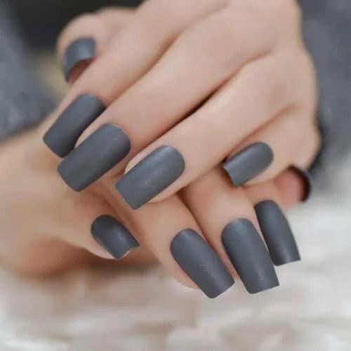 uñas postizas gruesas color grises oscuro mate 2022
