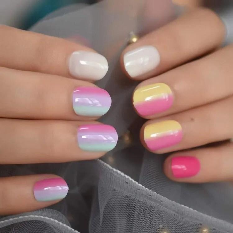 uñas de modas y tendencias cortas de diferentes colores rojo amarillos rosa azul claro etc.
