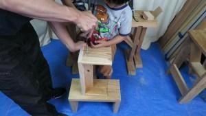 6才の息子と腰掛けを作る (24)