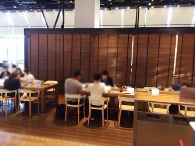 進撃の巨人展 大阪 カフェ WALL OSAKA グランフロント ネタバレ 感想 グッズ 混雑 行列 待ち時間 特別コラボメニュー 特典コースター ドリンク リヴァイ 紅茶 プレゼント 限定