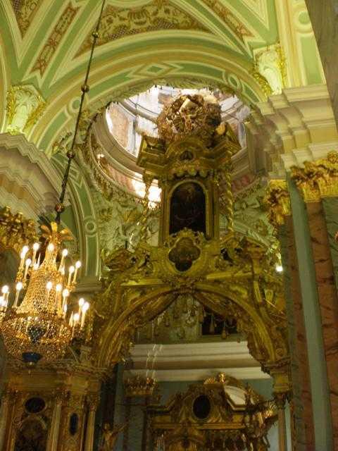 Верхняя часть иконостаса Петропавловского собора со Знаком Розы и масонскими символами — Святой Грааль Петропавловской крепости - остров Тамплиеров.
