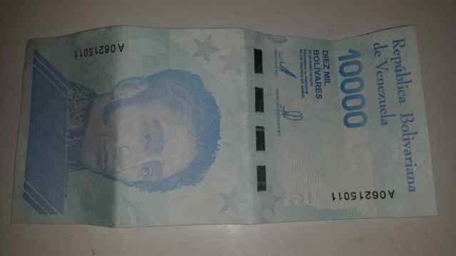 """""""Nuevos billetes son una muestra de la devaluación"""""""