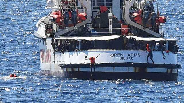 España enviará buque con dirección a Lampedusa para recoger a los migrantes del barco Open Arms