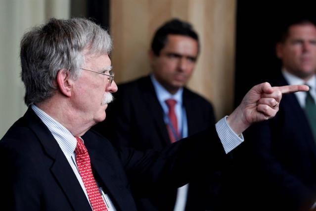 Bolton advierte: o haces negocios con Venezuela o haces negocios con EE.UU.