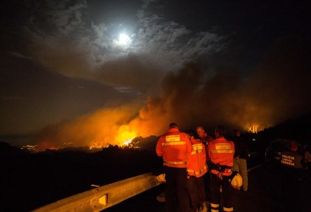 Evacuan a 9.000 personas por incendio en Islas Canarias