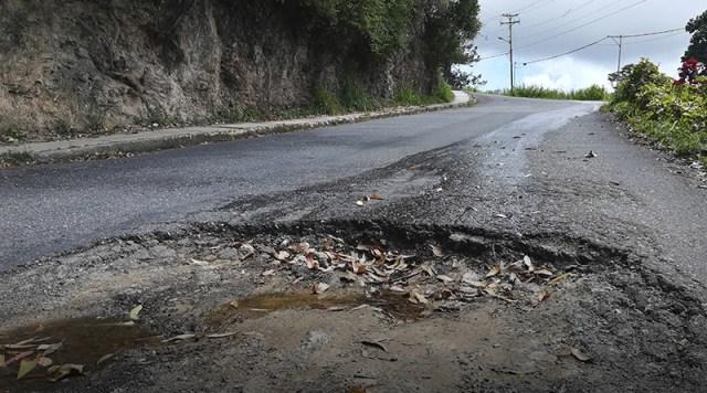Cráter «traga carro» crece en sector Llano Alto de Carrizal