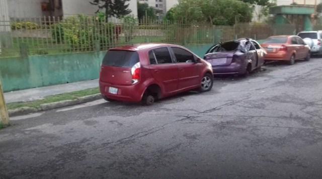 «Sobre bloques», así amanecieron 4 carros en La Rosaleda víctimas de banda «roba cauchos»