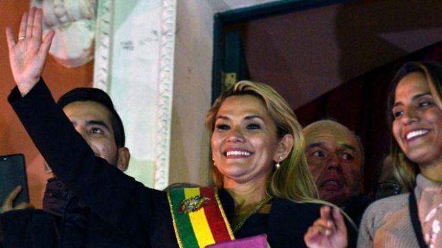 Jeanine Áñez, la senadora opositora que se proclamó presidenta de Bolivia