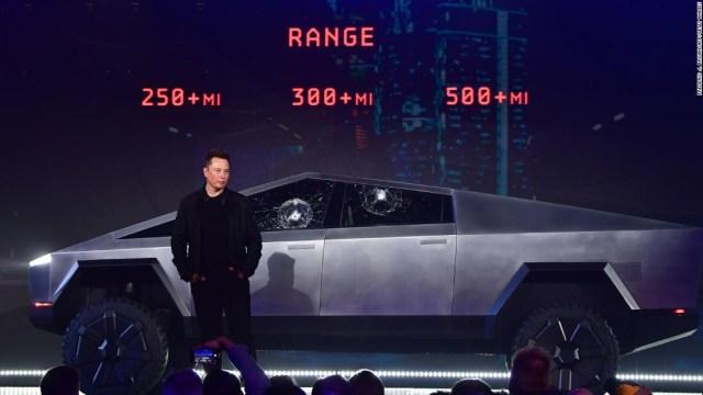 Elon Musk explica por qué se rompieron las ventanas de la Cybertruck